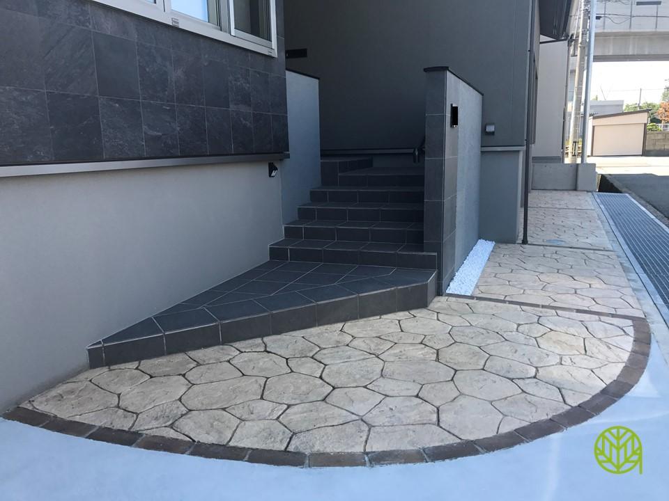 スタンプコンクリートと門柱の施工例【新築外構 M様邸】